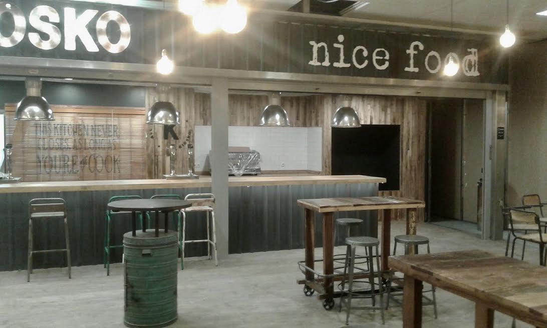 Restaurante el kiosko en el aeropuerto de ibiza pintura for Oficinas adolfo dominguez madrid